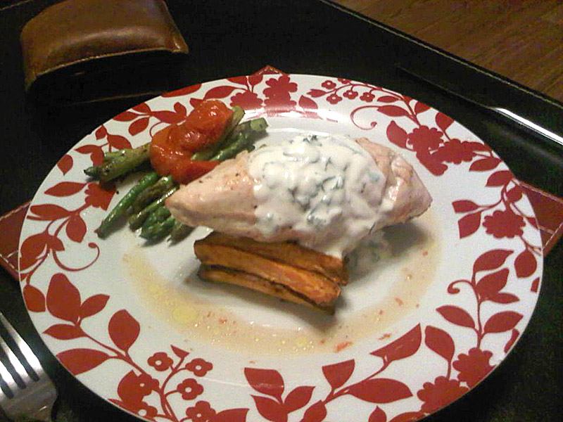 Chicken with asparagus and sweet potato chips